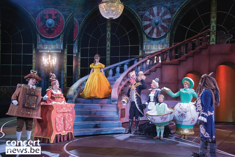 lampadari disney : Decorazione con lampadari del musical della Disney Beauty & the Beast ...